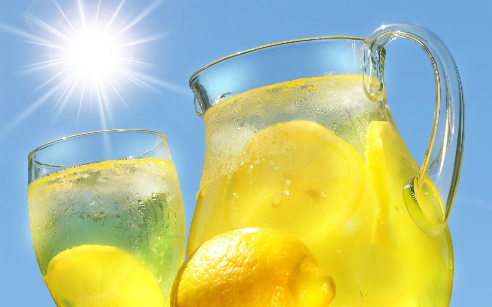 Nada-mejor-que-una-helada-y-refrescante-limonada-en-un-día-caluroso